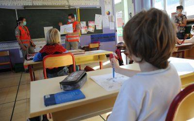 Covid-19 : à Arras, les secouristes mènent une action de prévention jusque dans les écoles